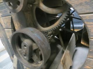 Привод деревянной семяочистительной машины.