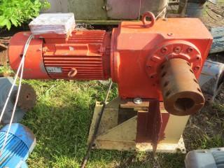 Мотор-редуктор 11 кВт привода зернового шнека. Купить.