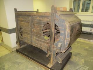 Музейный экспонат -Семяочистительная машина.